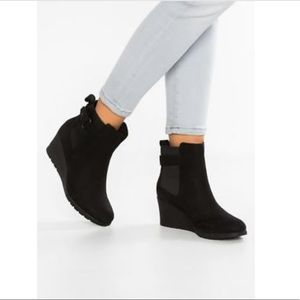 Ugg Waterproof Wedge Ankle Boots 7